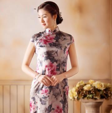 粉红花重缎旗袍